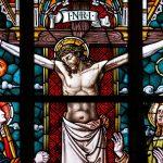 Un letrero sobre la Cruz como signo del Viernes Santo